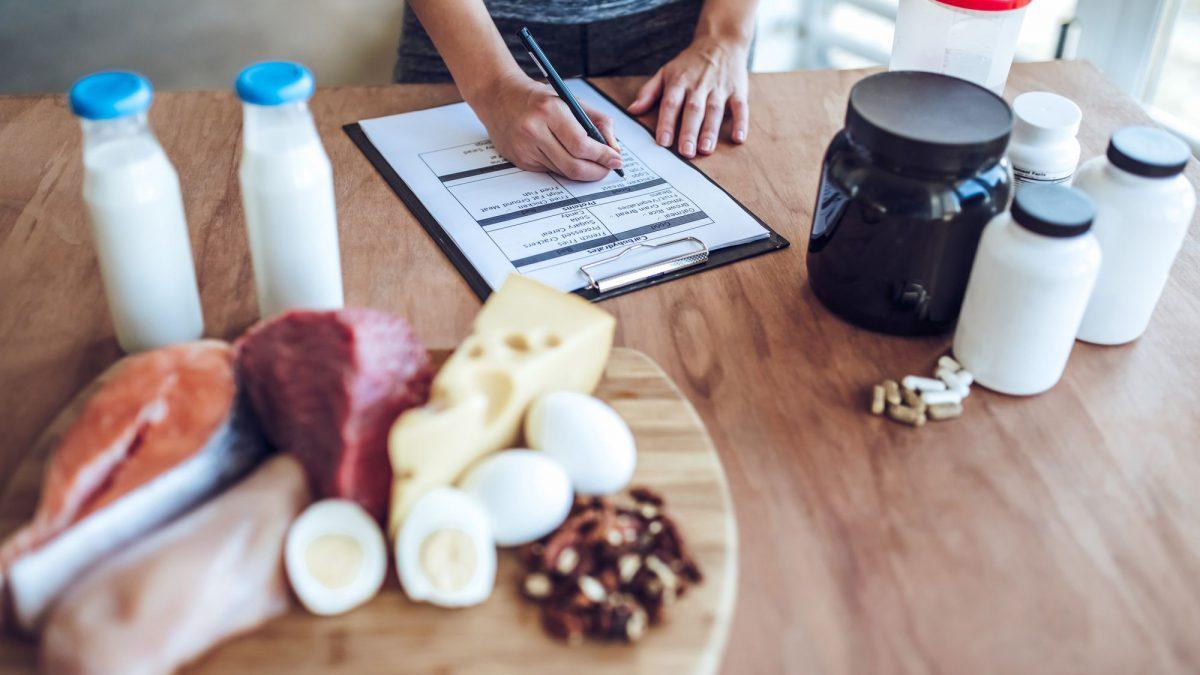 Você sabe o que comer antes e depois do treino?