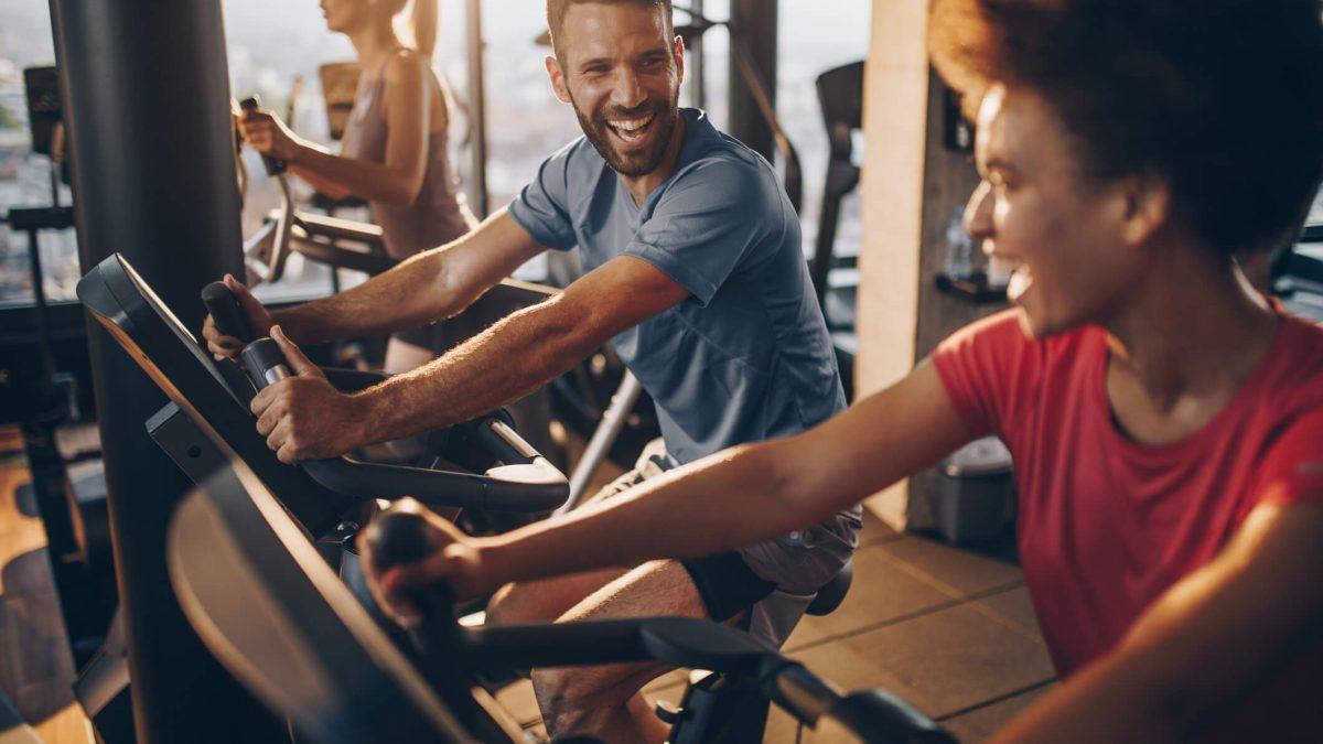 Treino na academia: porque fazer exercícios físicos na academia é a melhor opção?