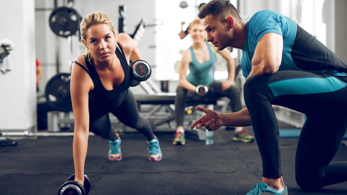 Com qual frequência devo mudar o meu treino de exercícios físicos?