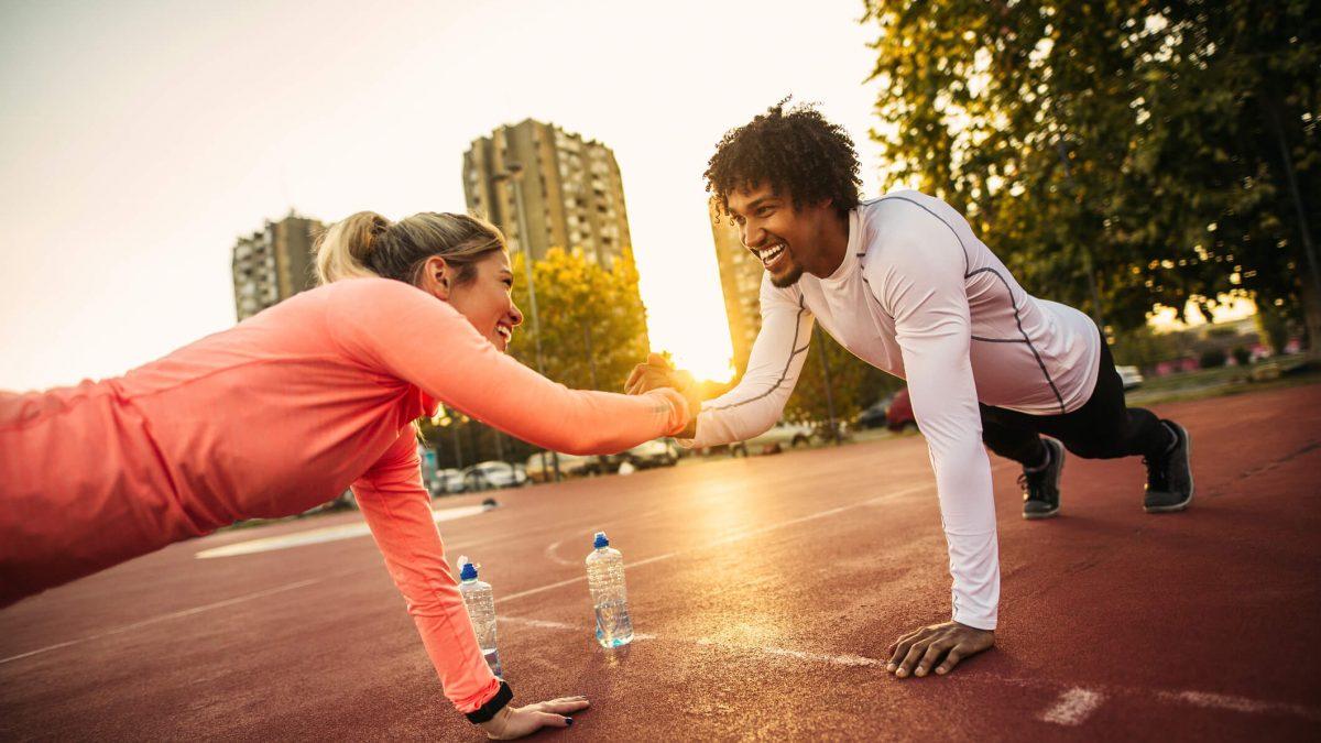 Exercícios em dupla: veja como incentivar sua rotina de treinos!